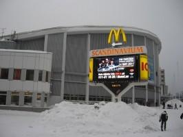 Zasněžená hokejová hala pro zápas Elitserien